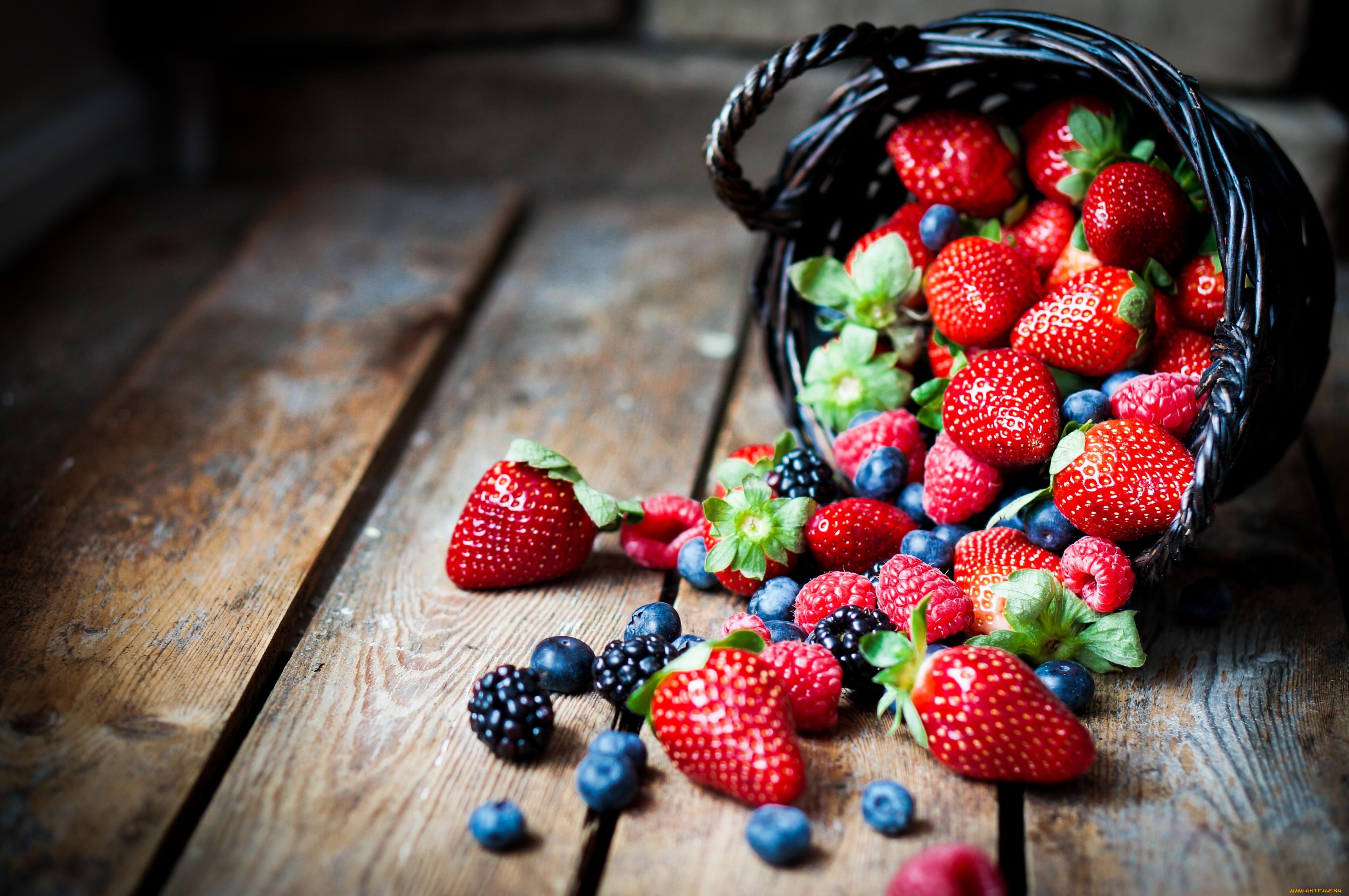 Большие красивые обои ягод для рабочего стола